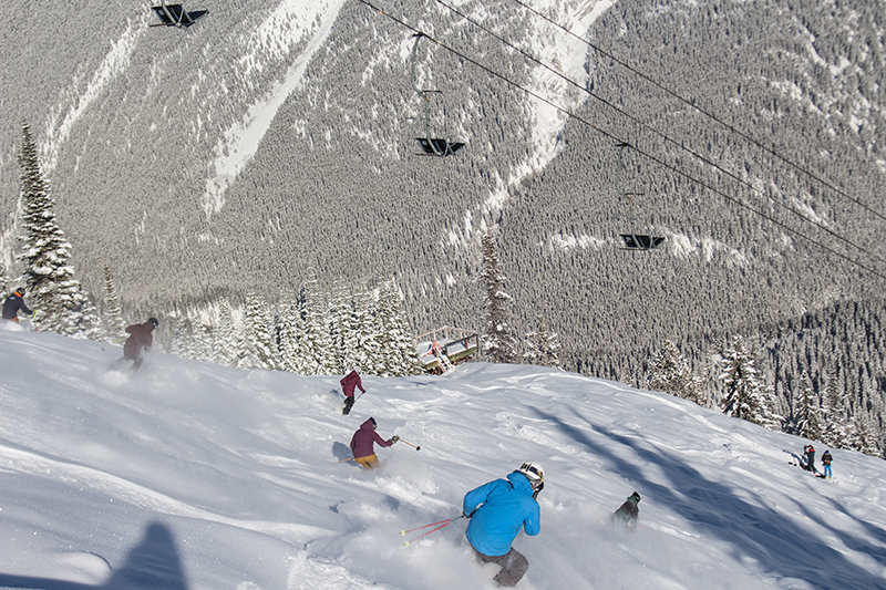 image-5-party-shred-tatum-hits-the-slopes-with-the-norquay-team