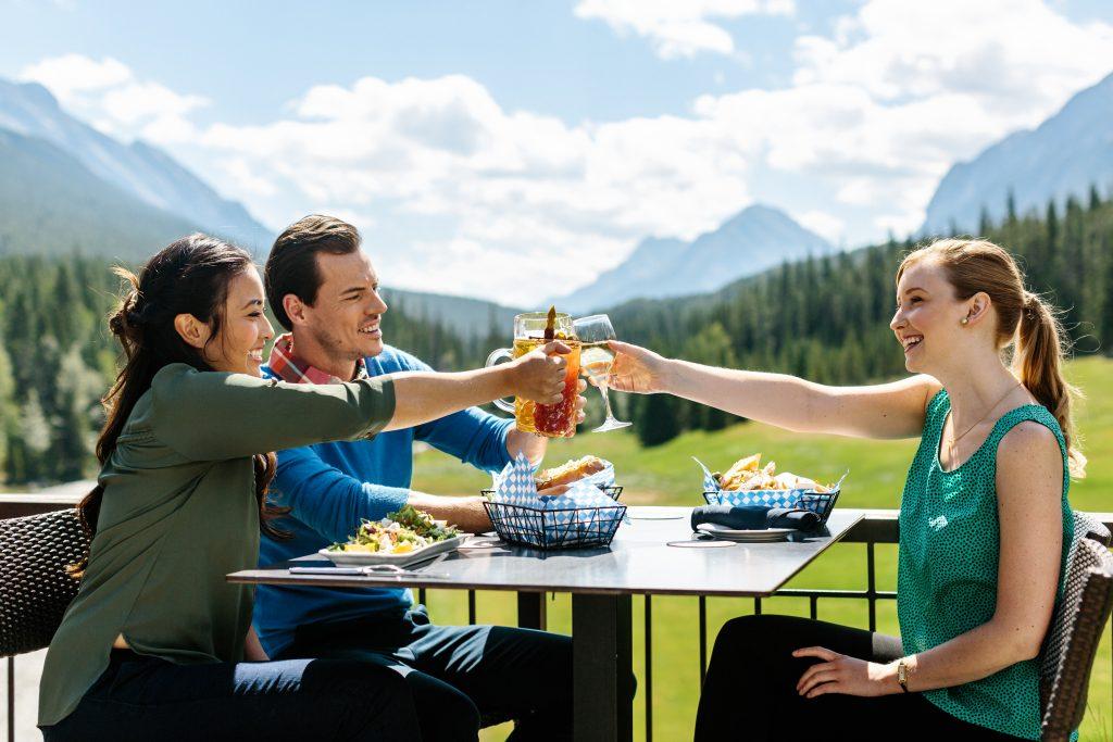 fairmont-banff-springs-restaurant-waldhaus-patio-group