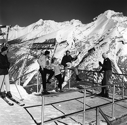 1962-skiers-atop-north-american-lookout-photo-credit-gar-lunney-via-whyte-museum